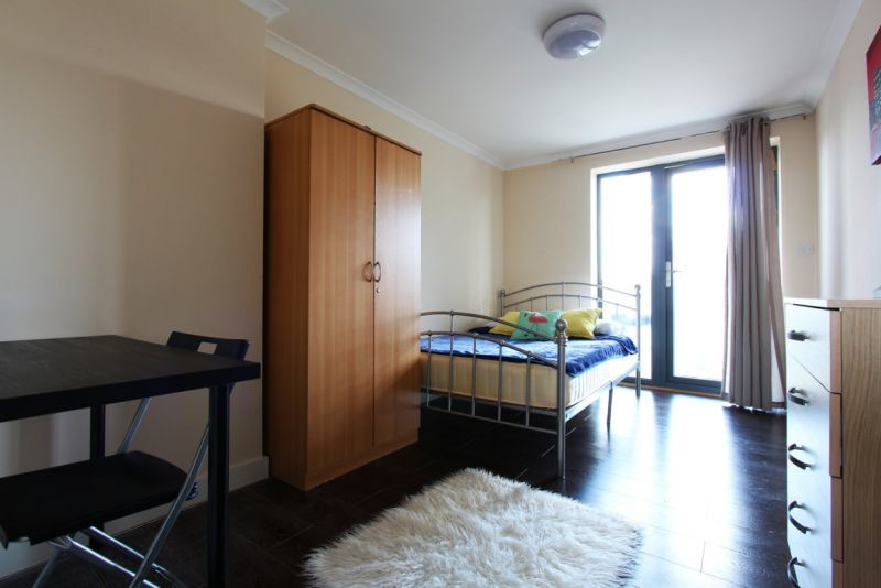 Nice room in EAST ACTON LANE