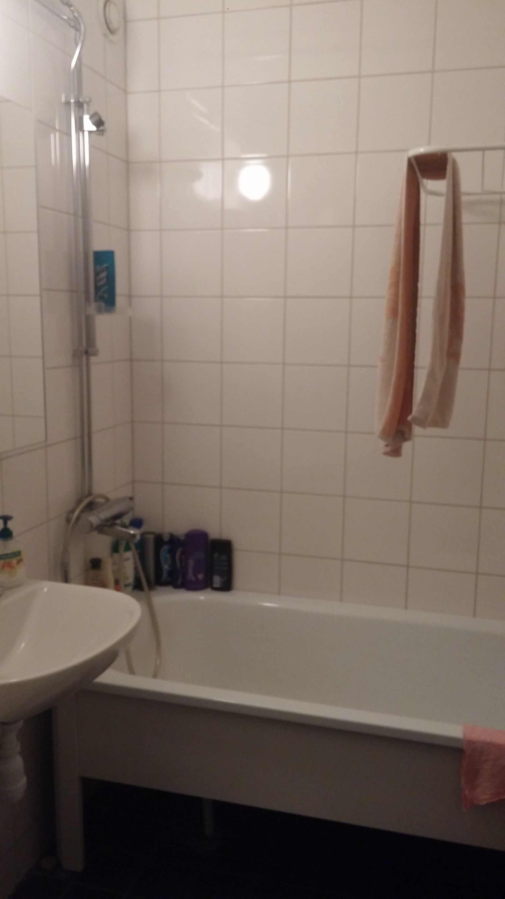 Nice room in fine appartmeng perfect Stockholm suburb location.