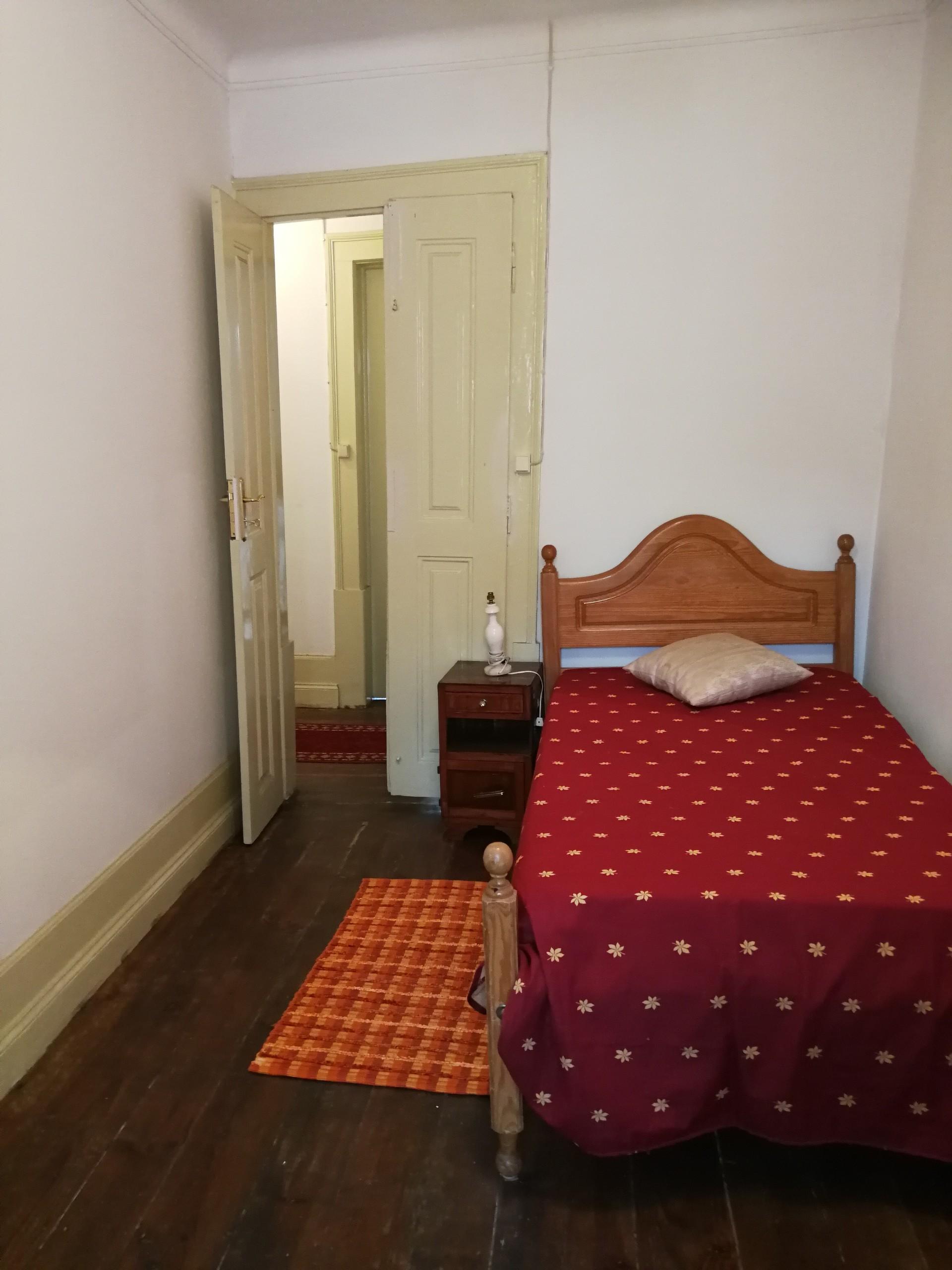 nice-room-near-university-boys-students-4729865a617d81ec72bf0e44a74ecf81