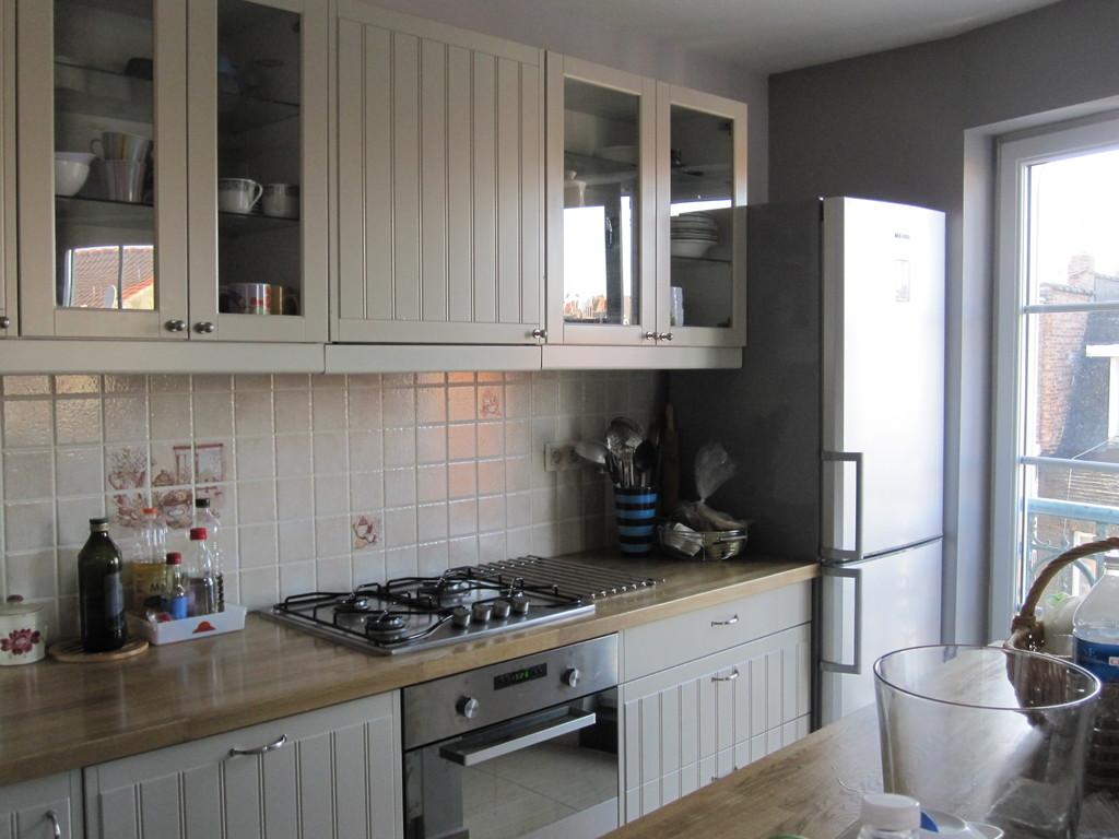nice-room-quartier-europeen-available-ma