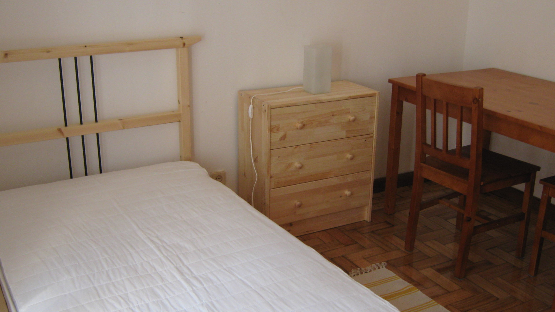Nice single large furnished room in Coimbra