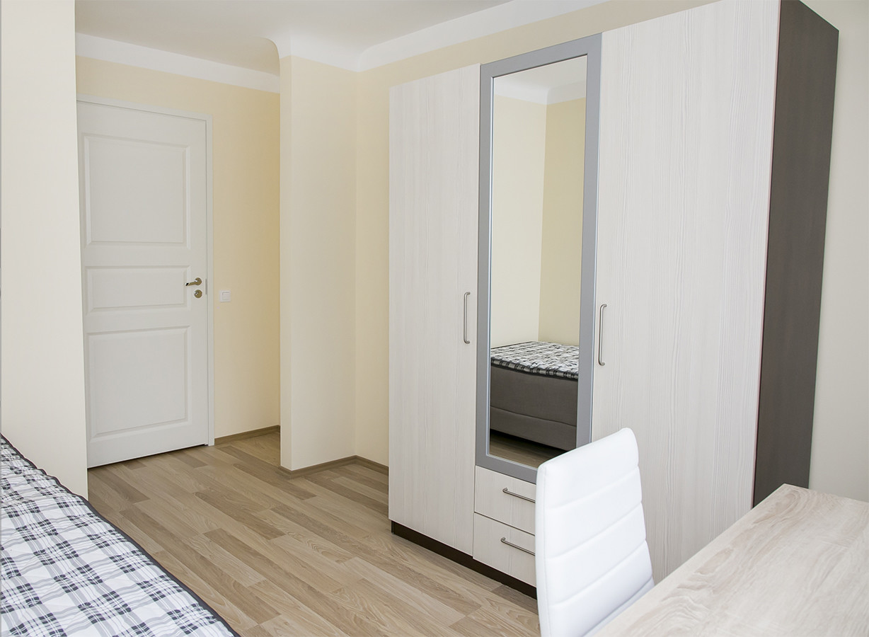 Nicely renovated room in 6-room apartment in the City Center