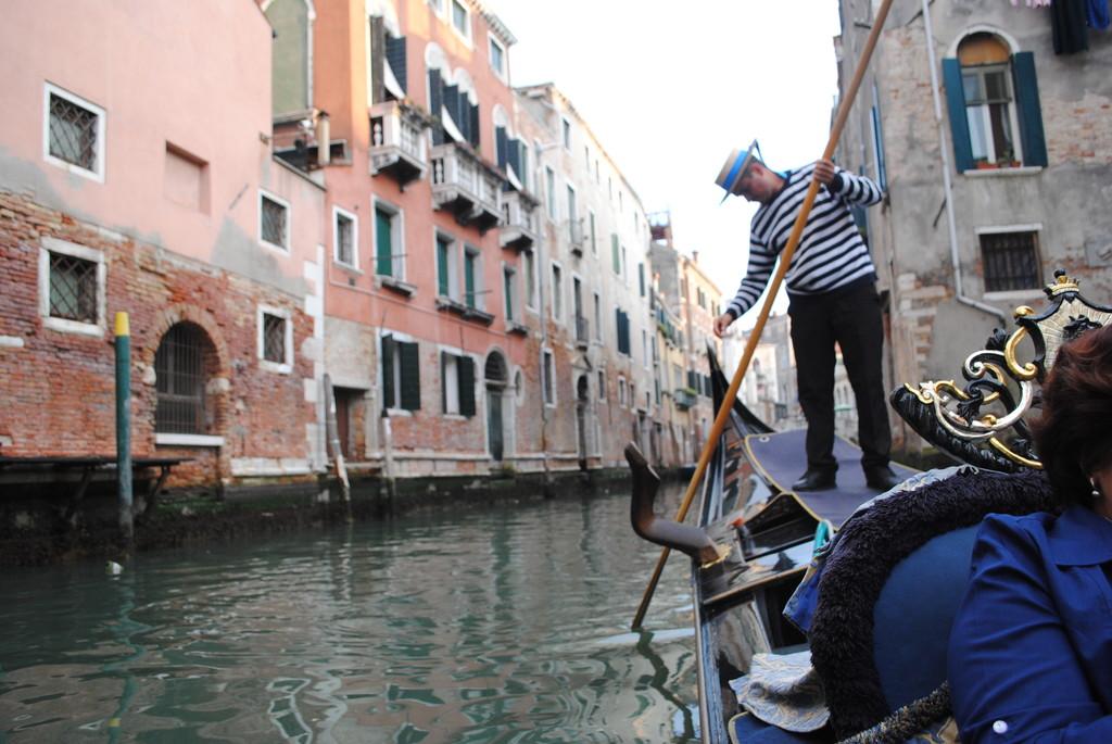 no-se-a-venecia-no-se-sube-gondola-1b338