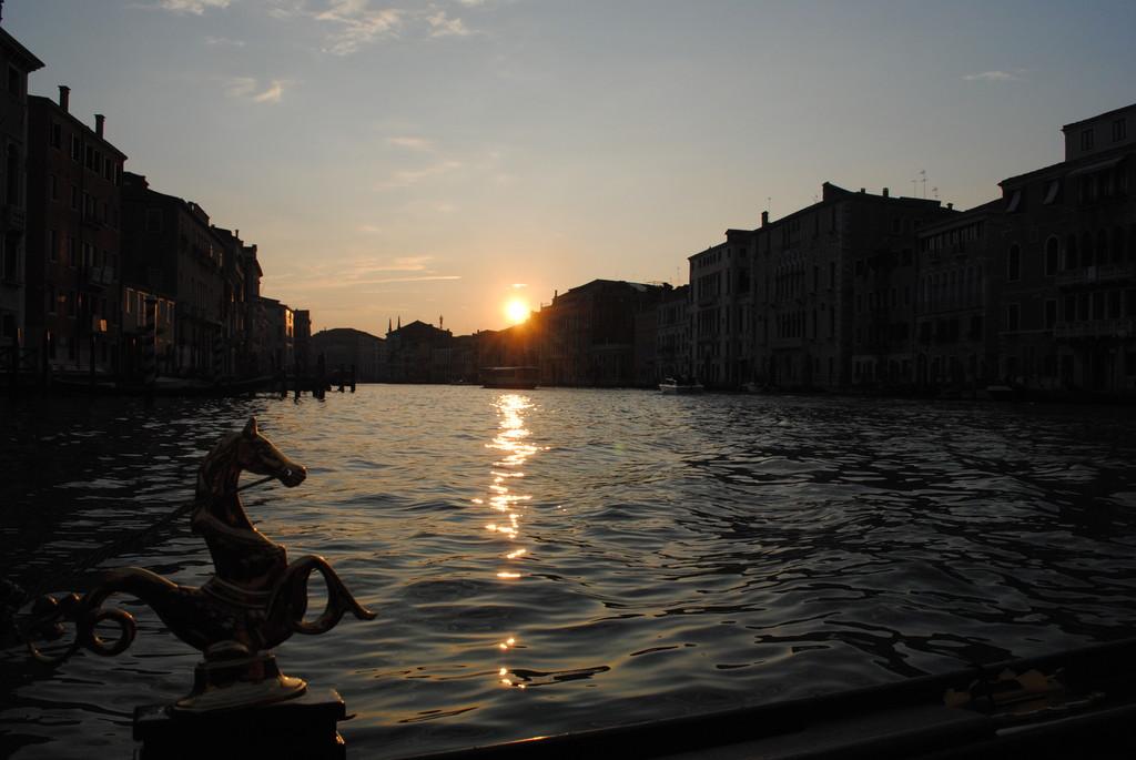 no-se-a-venecia-no-se-sube-gondola-a567a