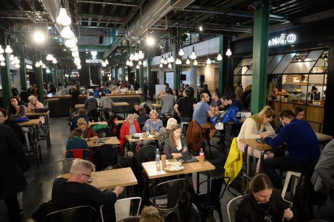 O Mercado que Virou Moderno em Varsóvia