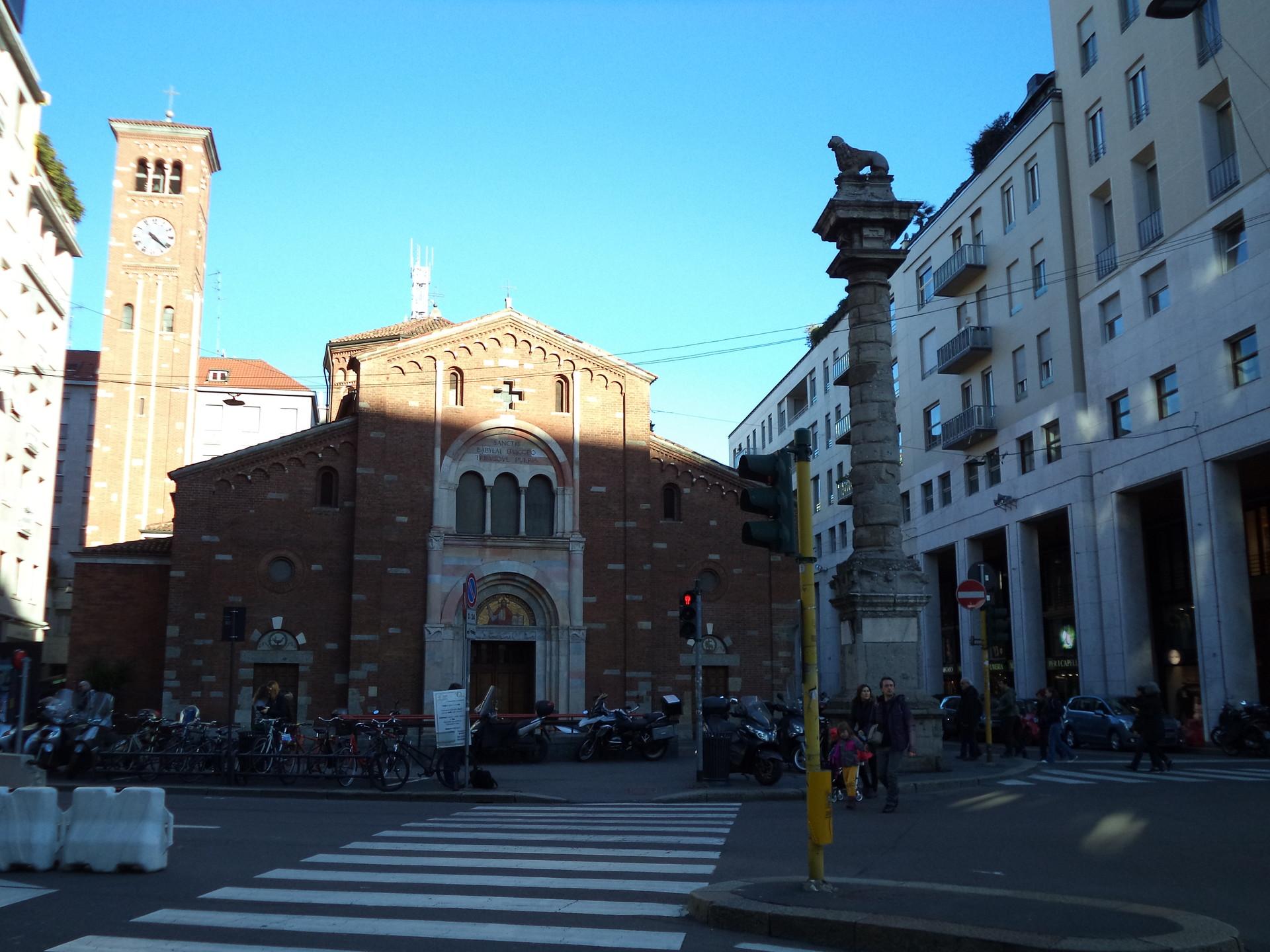 O tradicional românico no centro de Milão!