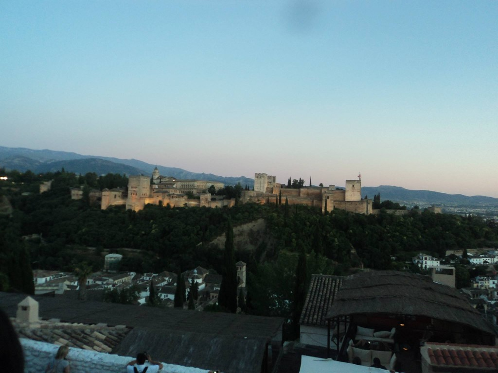 Observa la belleza de Granada y su Alhambra desde el mirador de San Nicolás.