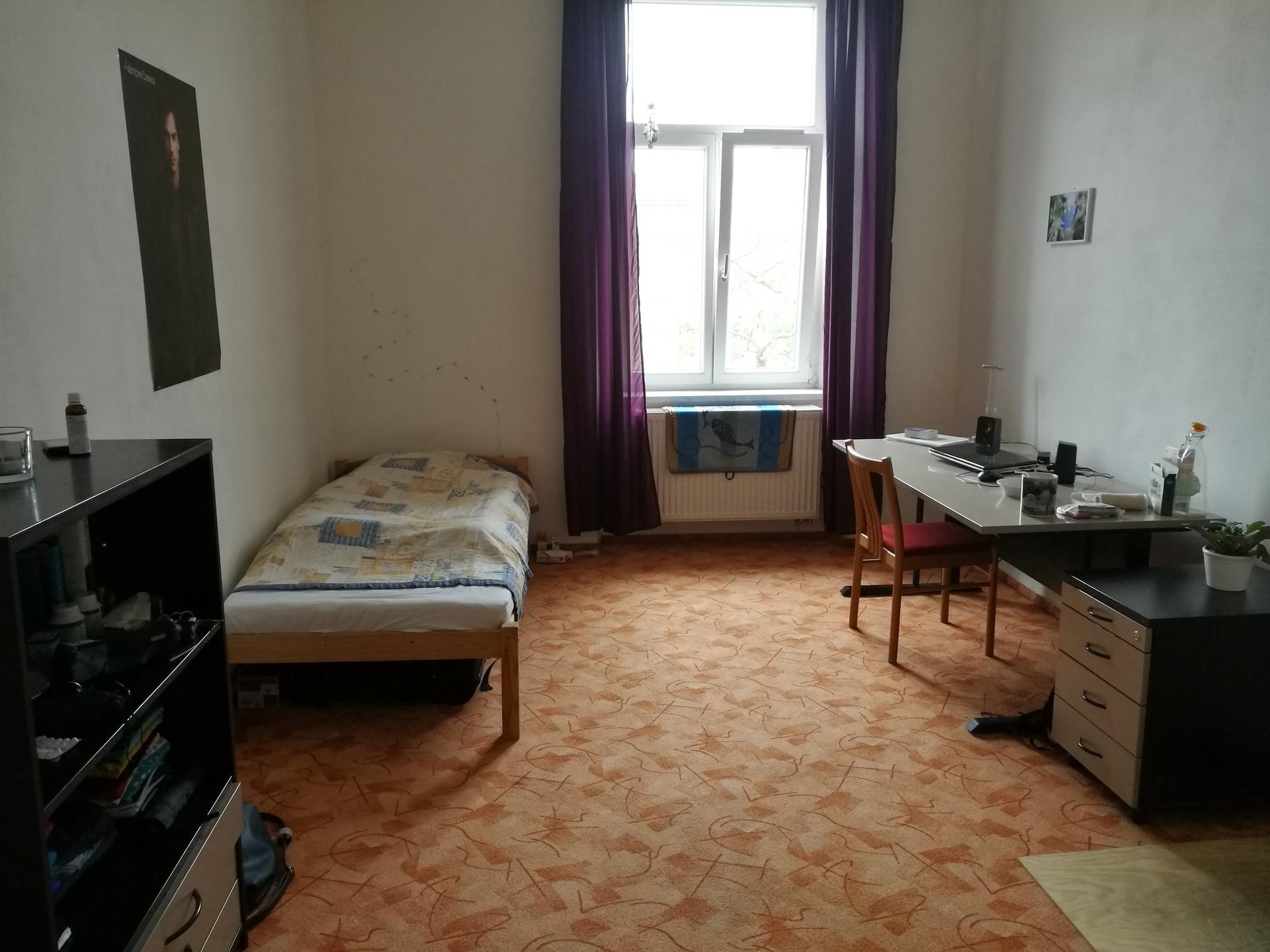 offering-large-single-room-near-city-centre-43ff7dc561e3d552ff981596c4ea6cc3
