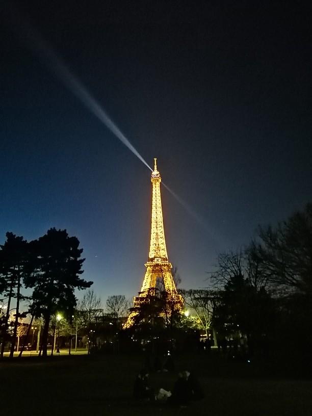 on-the-top-of-paris-00545de7d89499d47059