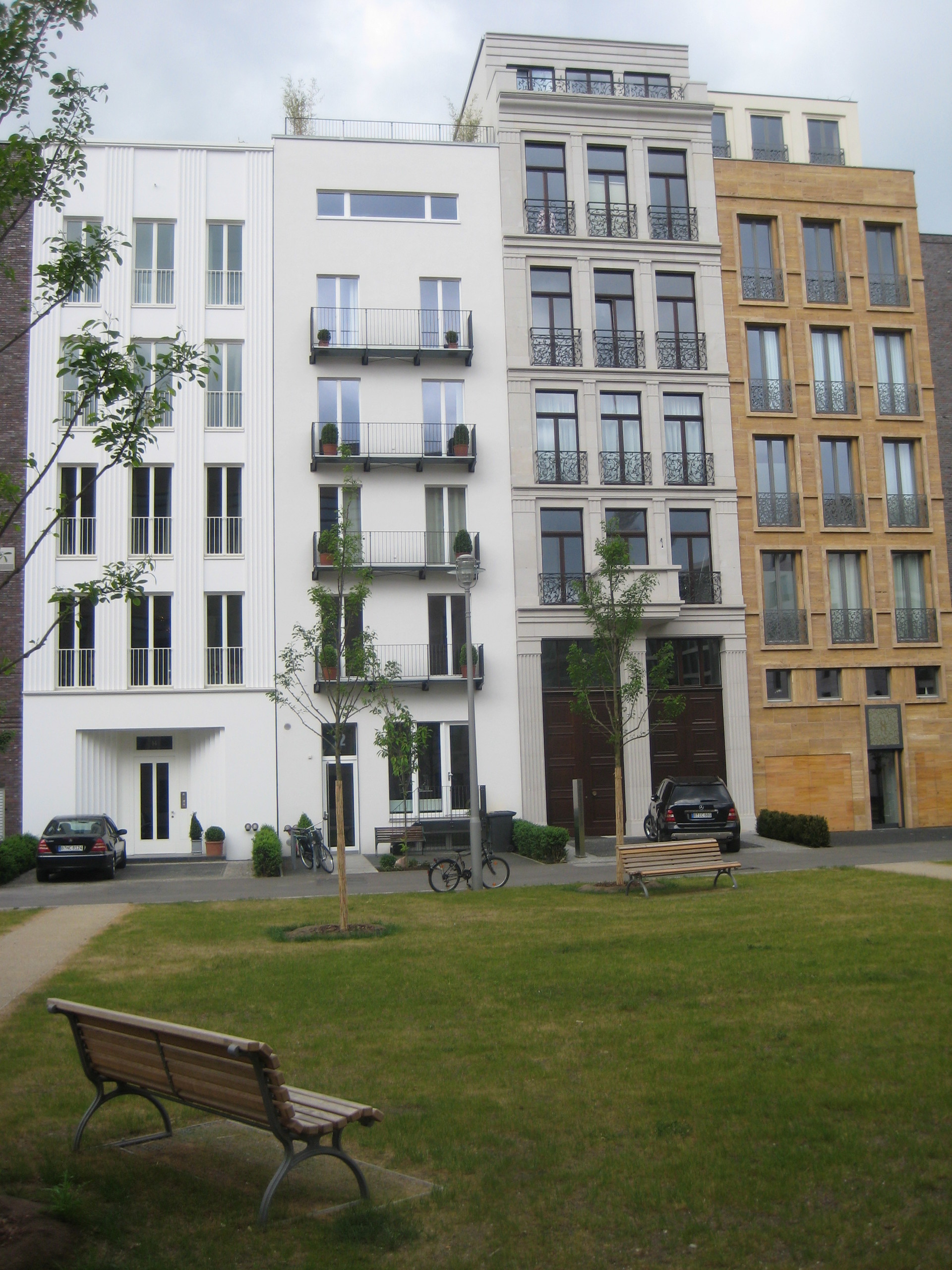Caroline-von-Humboldt-Weg 12,  10117 Berlin