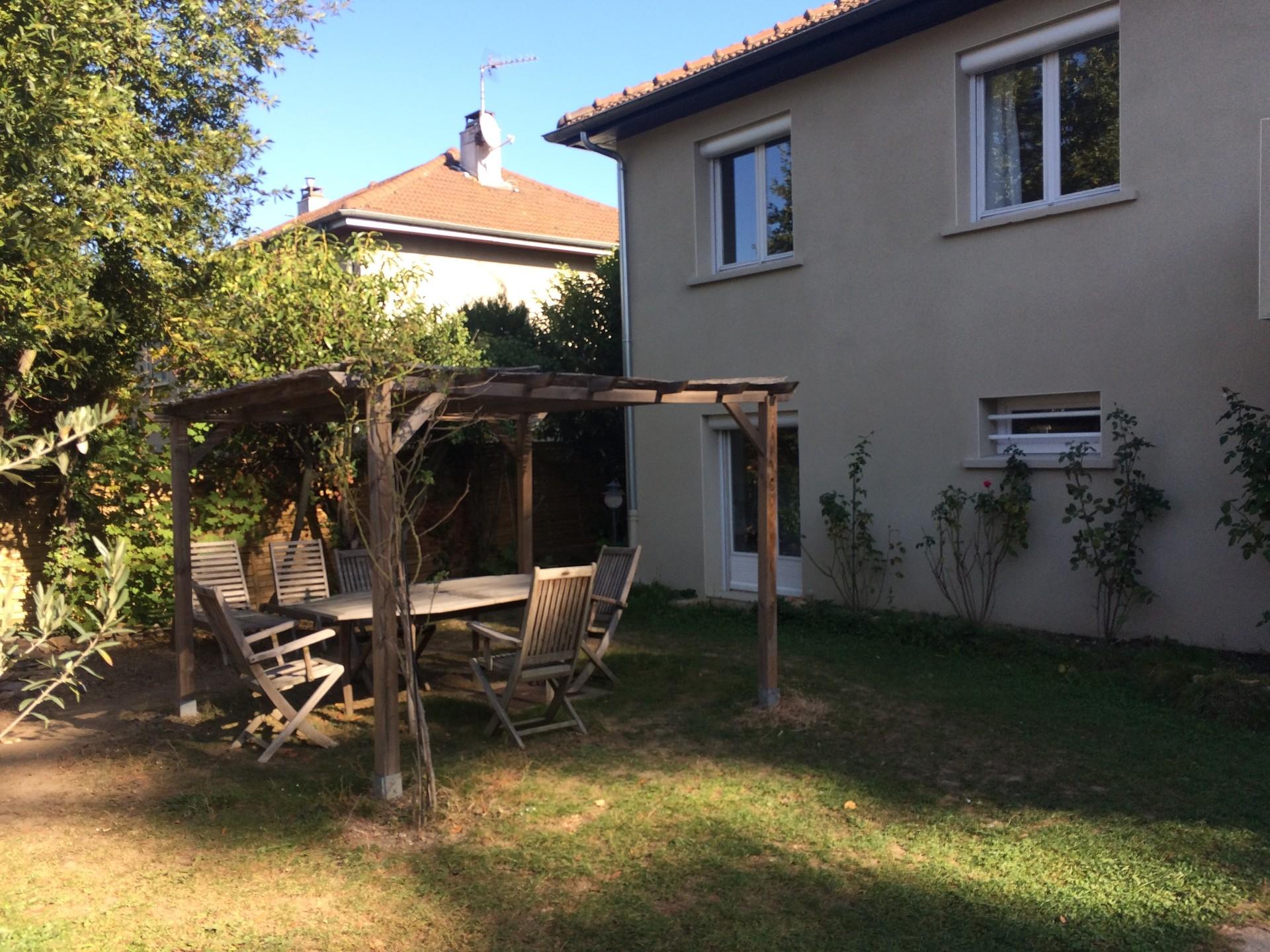 one-room-apartment-quiet-house-german-native-speaker-68b38035bcbb3063e7059d98bd763b61