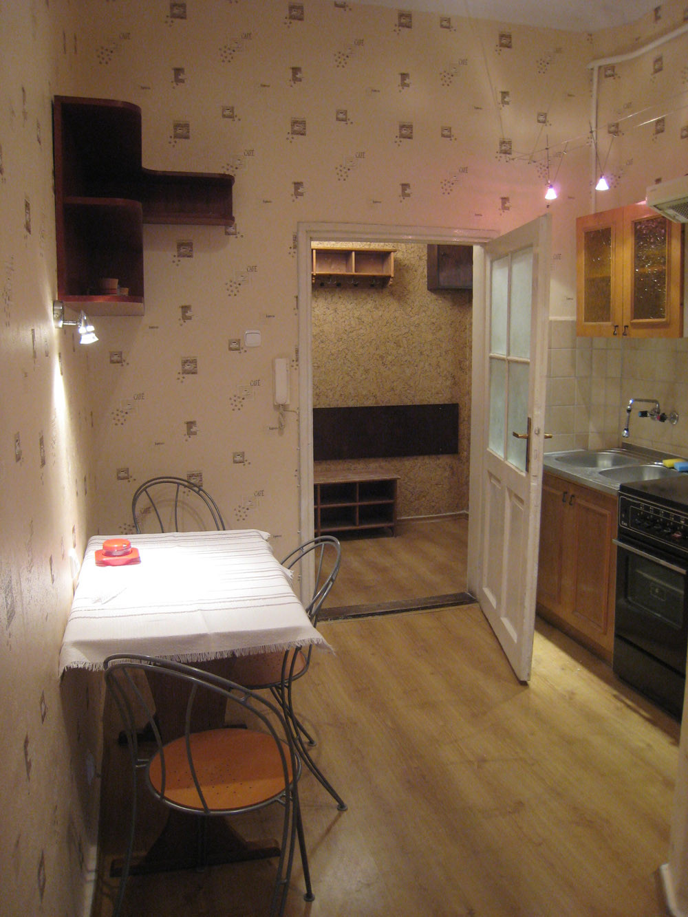One room but quite big flat 40m2 with kitchen to rent for One big room apartment