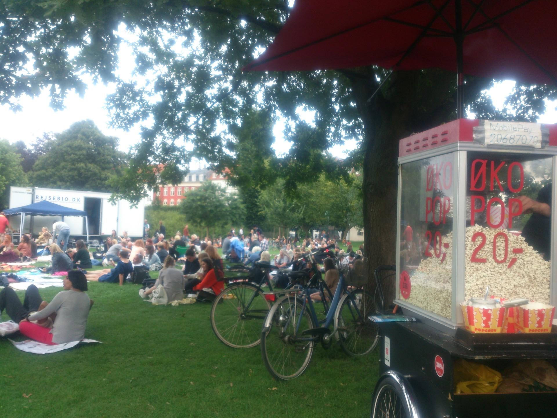 open-air-movie-copenhagen-78d235d298111c