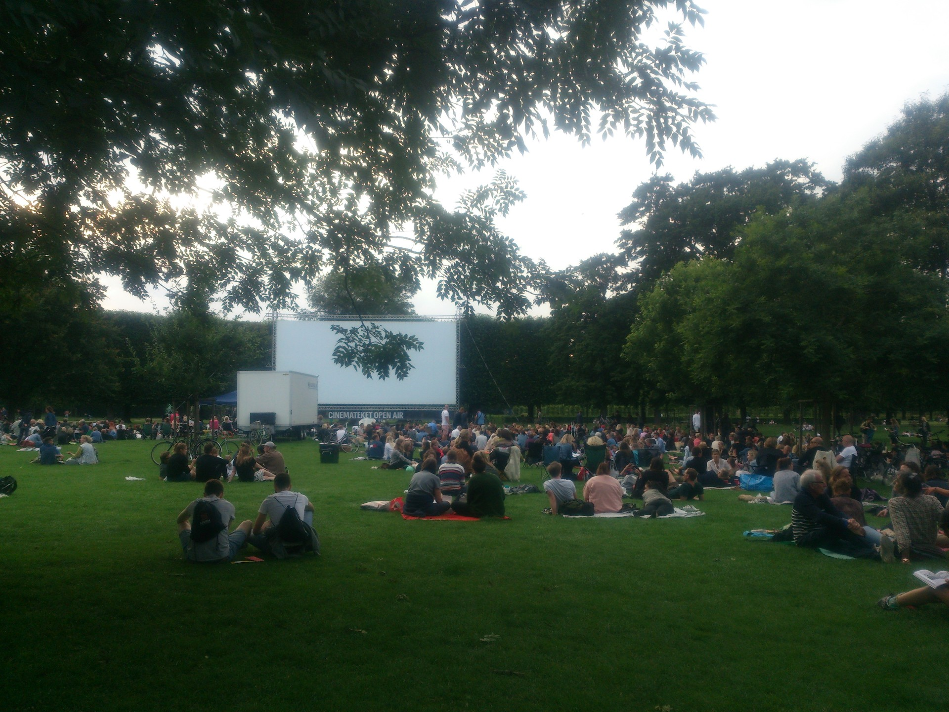 open-air-movie-copenhagen-999fa1e9457403