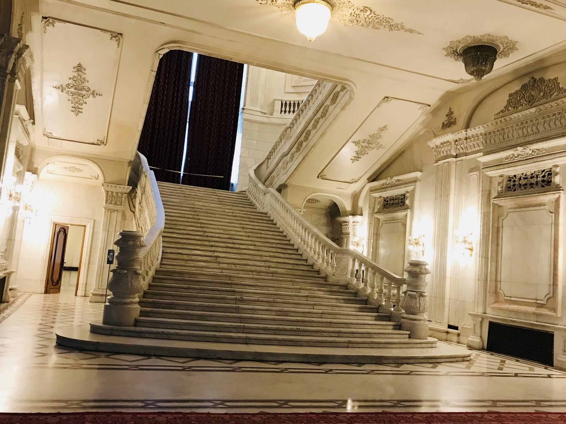 palazzo-parlamento-bucarest-122cccedaa6f