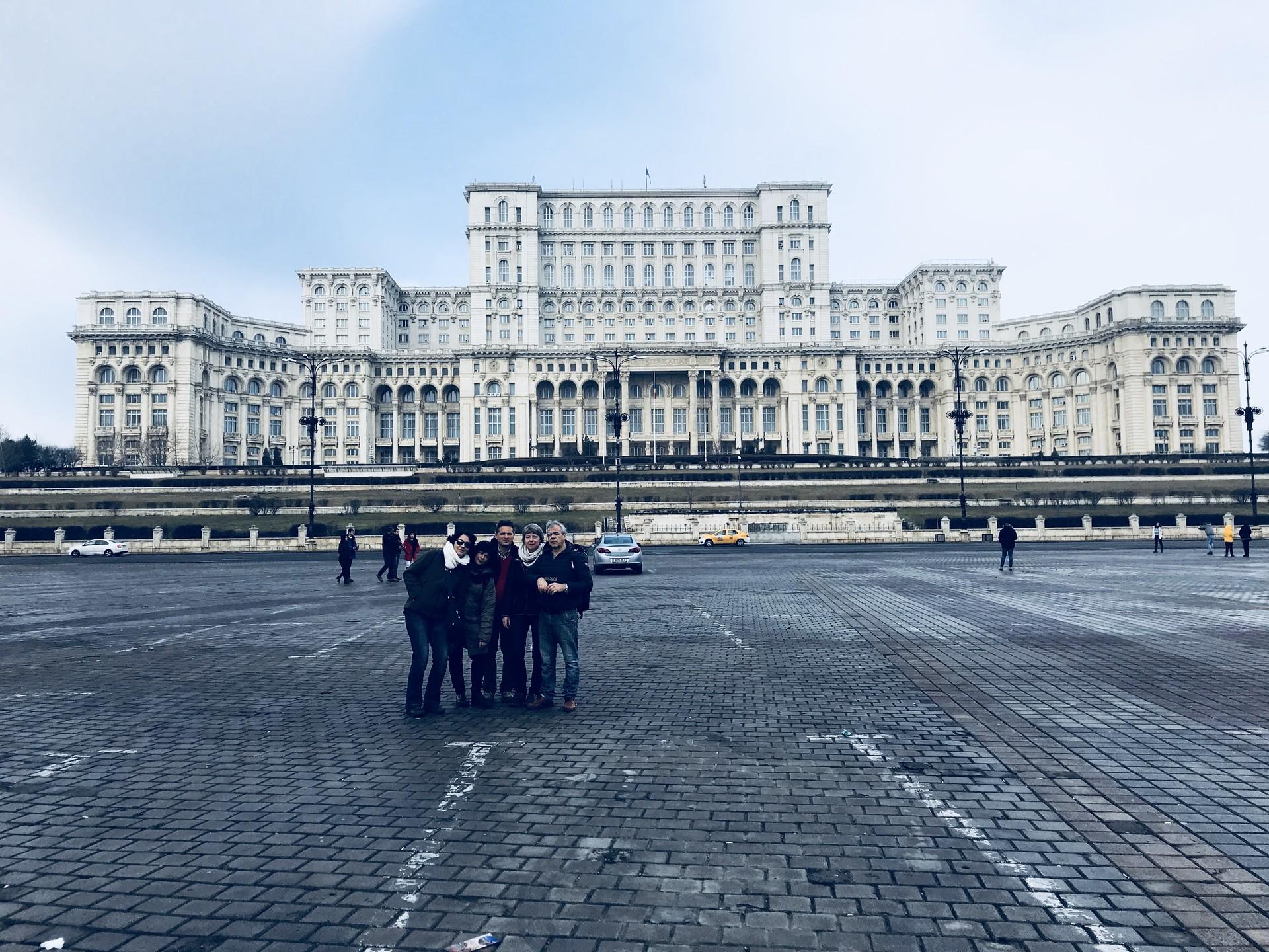 palazzo-parlamento-bucarest-19589578cd16