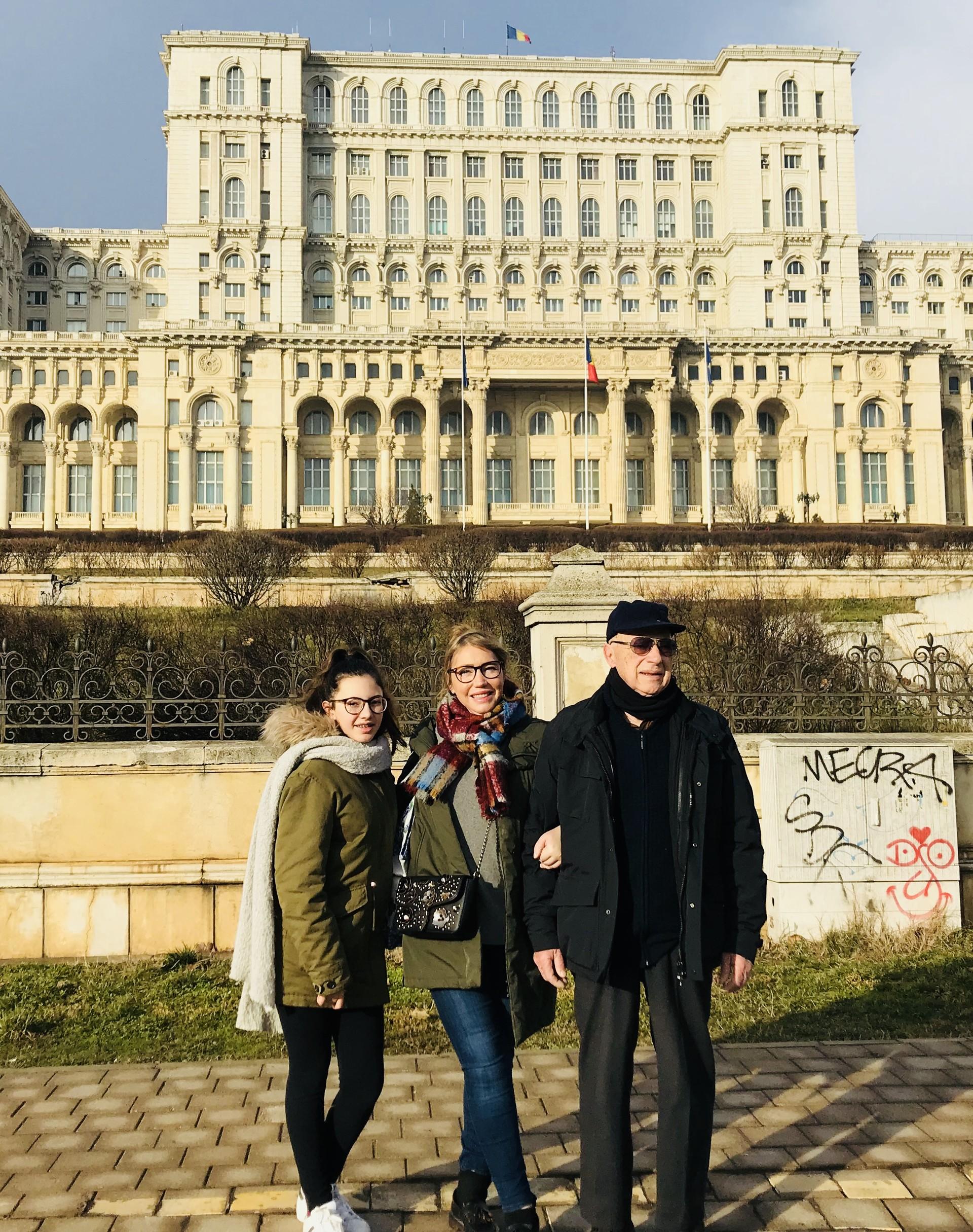 palazzo-parlamento-bucarest-57cec4a9cdc3