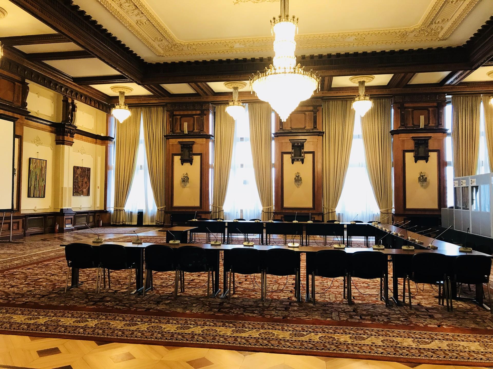 palazzo-parlamento-bucarest-9b9a6a442110