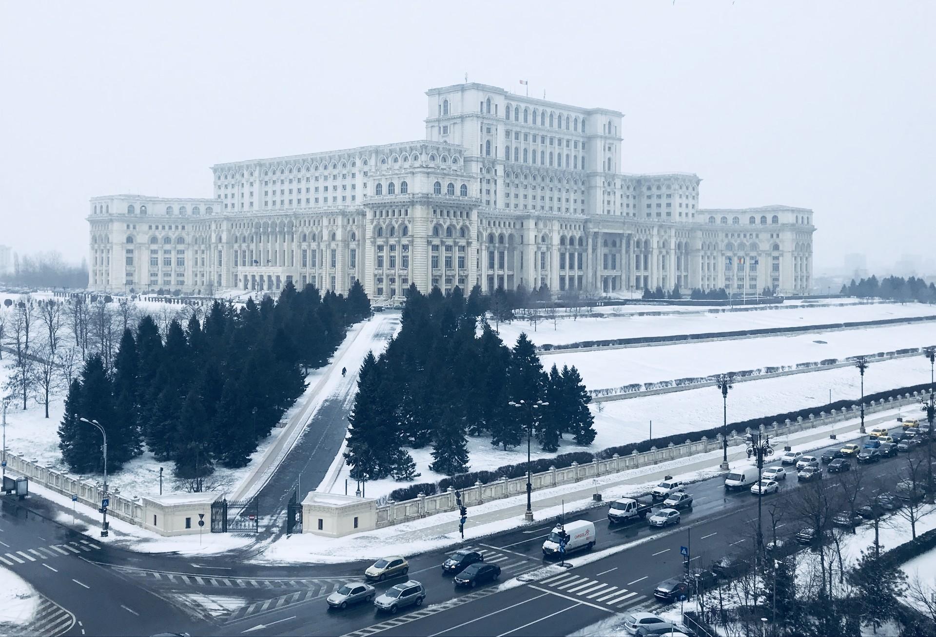 Palazzo del parlamento cosa vedere a bucarest for Struttura del parlamento