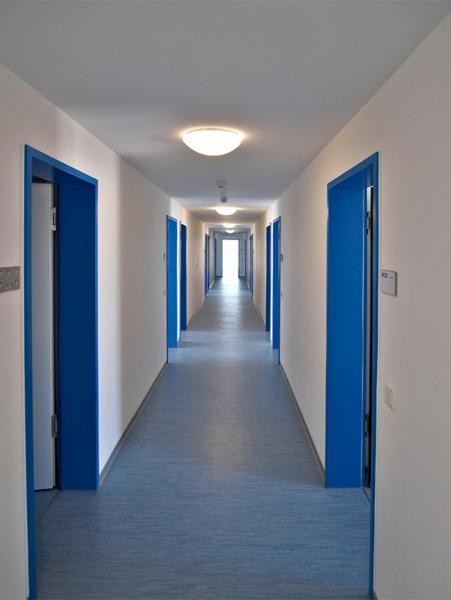 Partly furnished cheap apartment, near city centre, excellent transport  links near by, short term stay