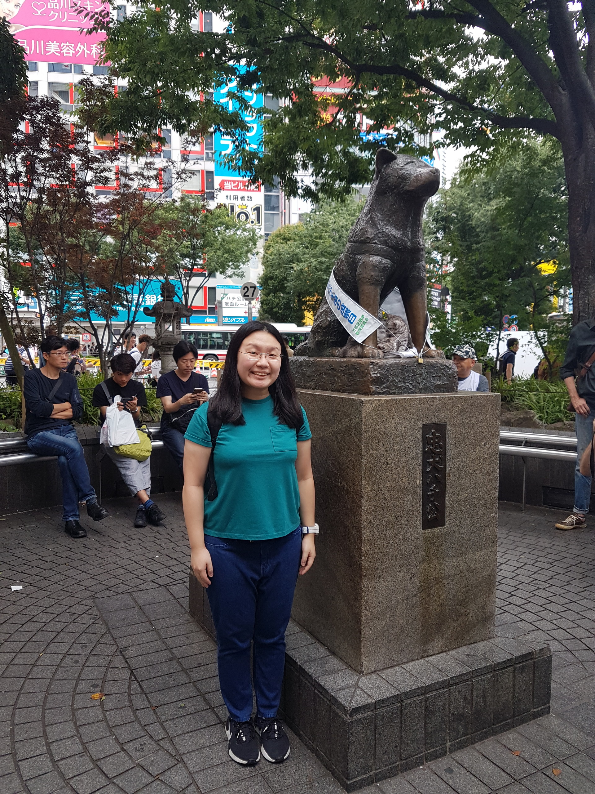 paying-homage-hachiko-d3221a4954660a9726