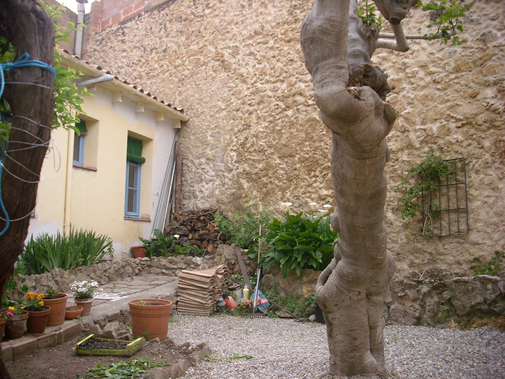Petite maison avec terrasse environs barcelone location for Location appartement avec petit jardin