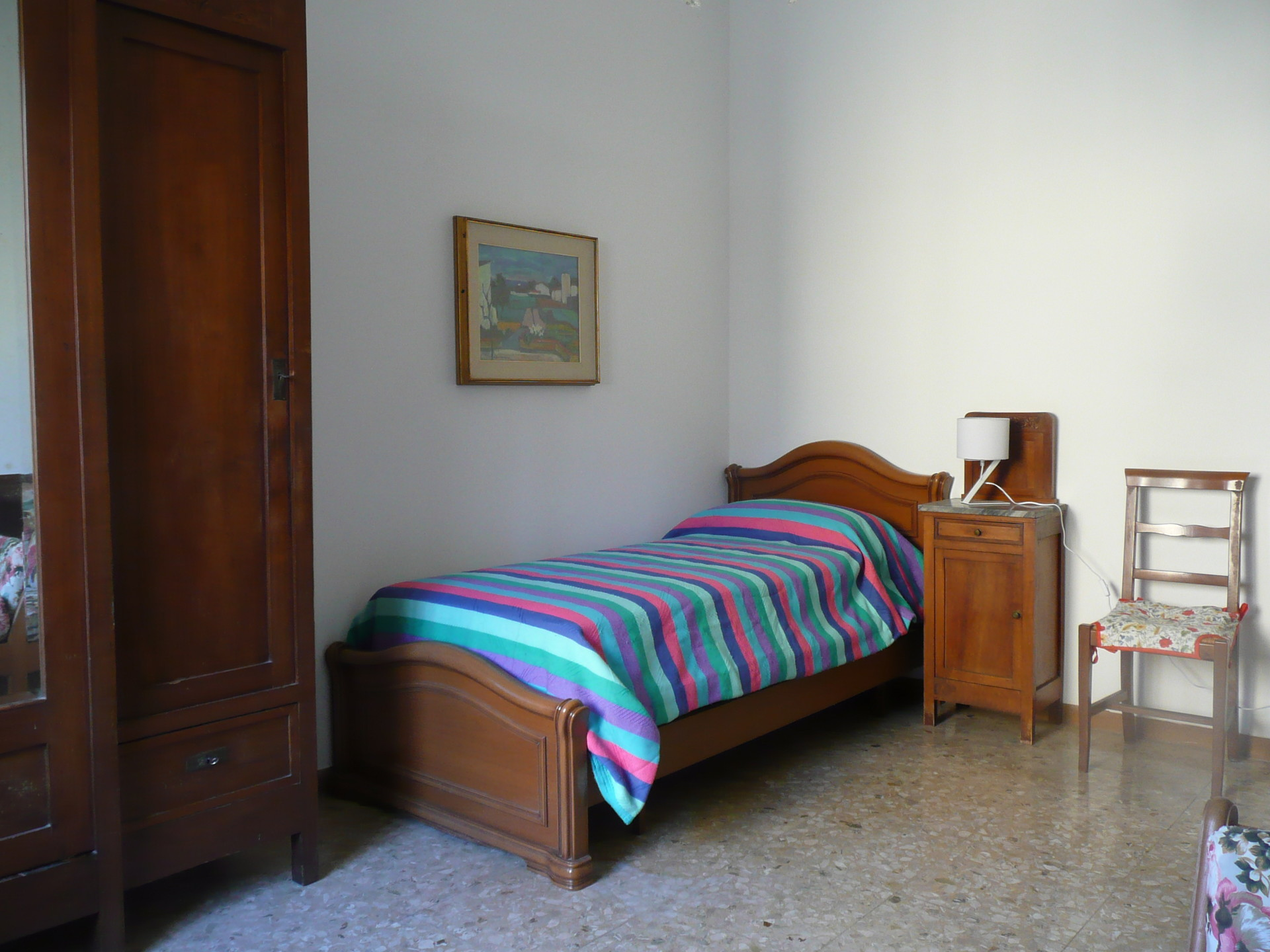 Piacenza next to politecnico single room for young people for Can you rent furniture