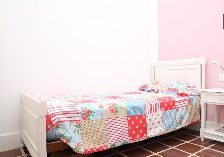 pink-bedroom-reina-mercedes-avenue-numbe