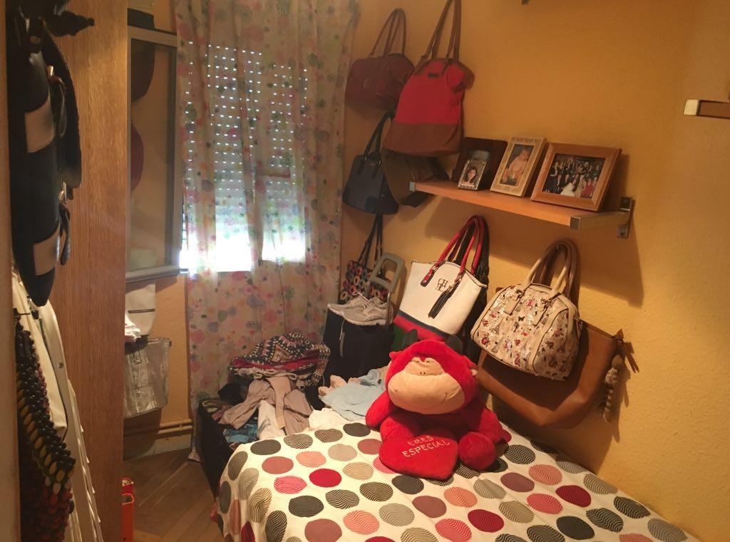 Piso 2 habitaciones l nea 9 de metro barrio moratalaz for Habitaciones en madrid