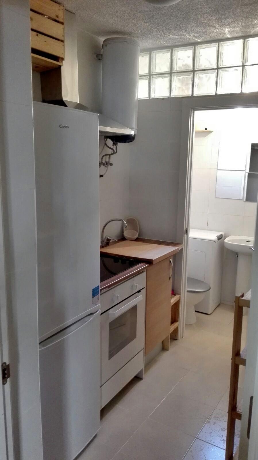 Piso 2habitaciones madrid centro embajadores alquiler for Compartir piso madrid centro