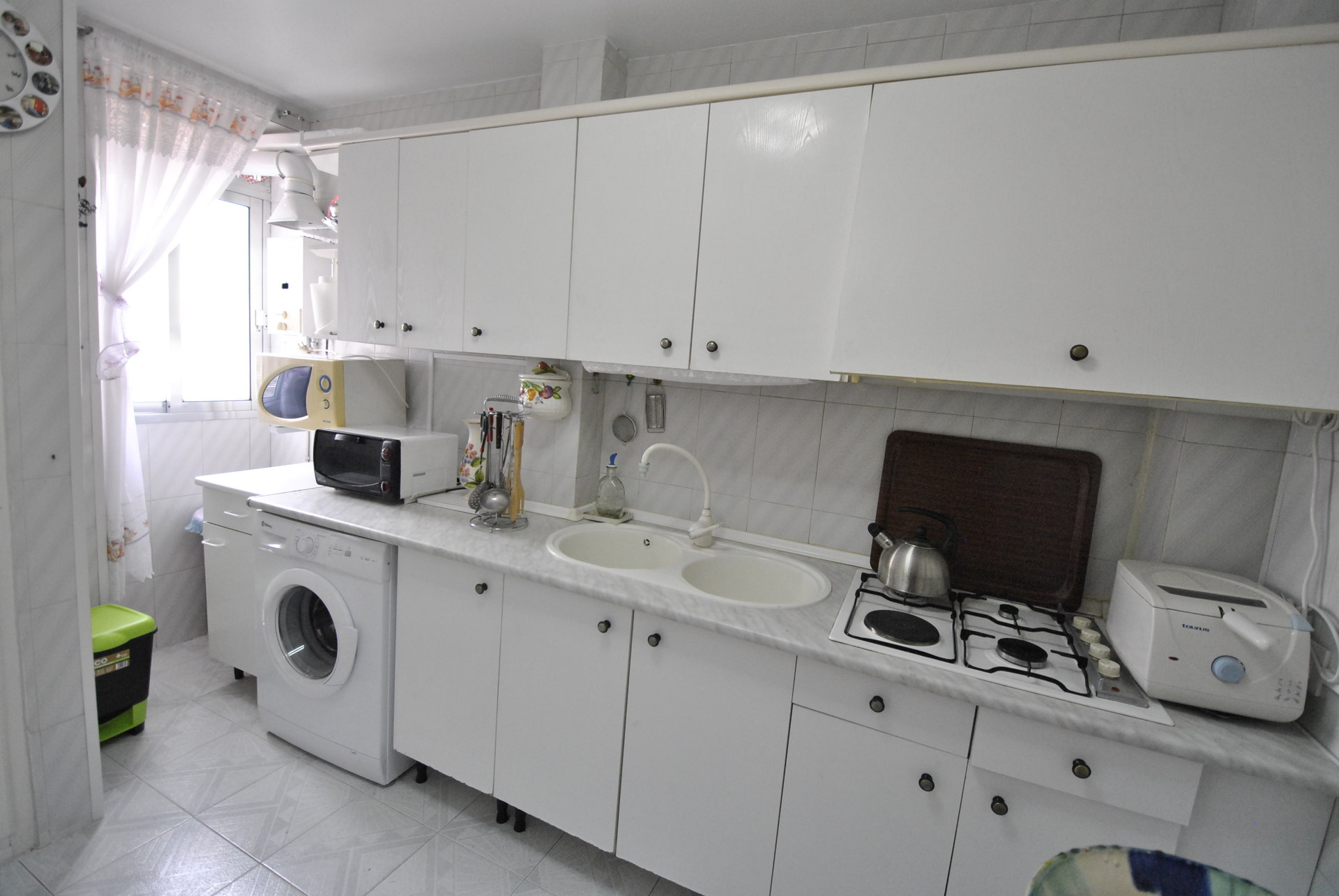 Habitacion en piso 3 dormitorios a unos minutos de for Piso 4 dormitorios sevilla