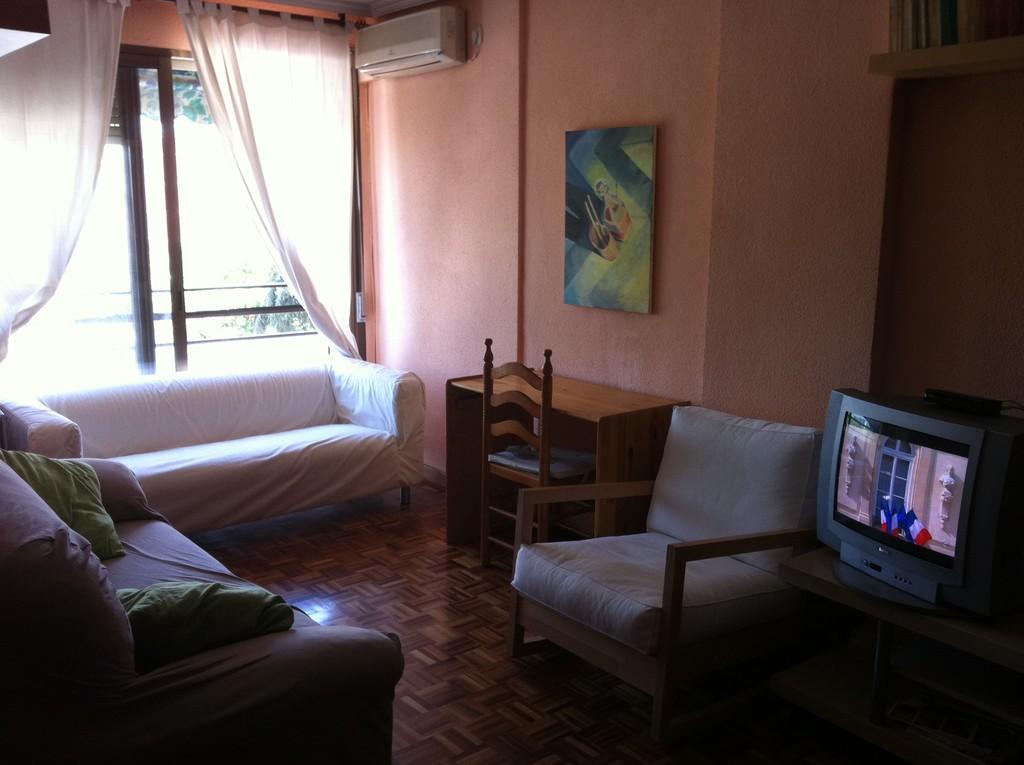 Piso De 3 Dormitorios Para Chicas En Madrid Alquiler - Dormitorios-chicas