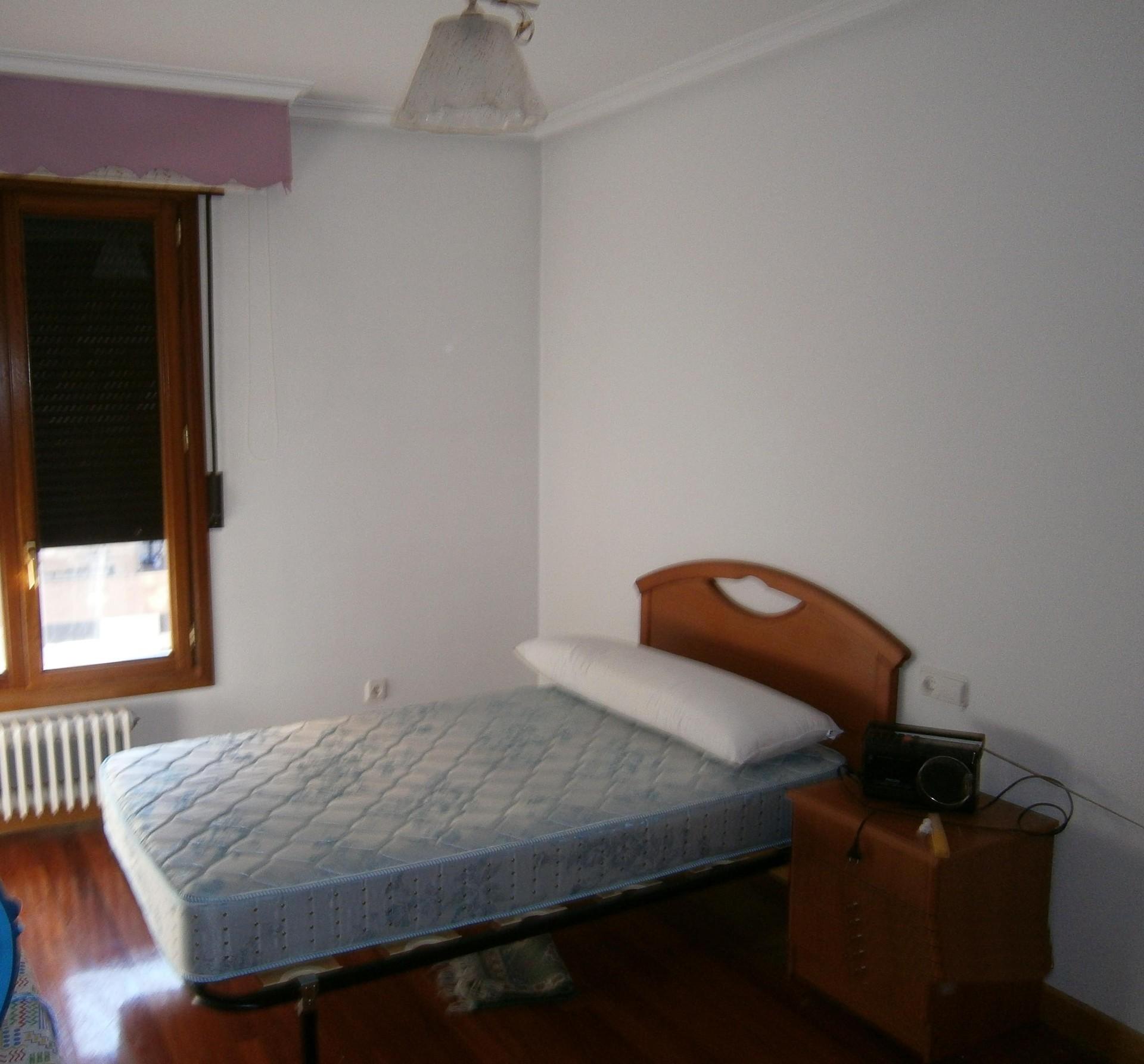 Piso 4 dormitorios amueblado calefacci n central y for Piso 4 dormitorios sevilla