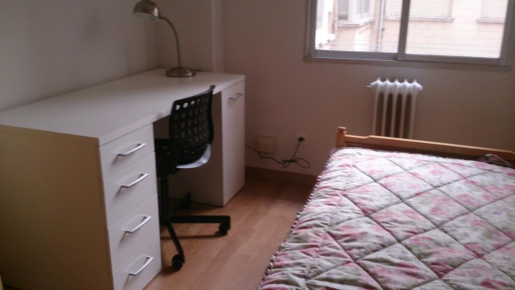 Piso con 4 habitaciones para estudiantes en mostoles for Habitaciones en madrid