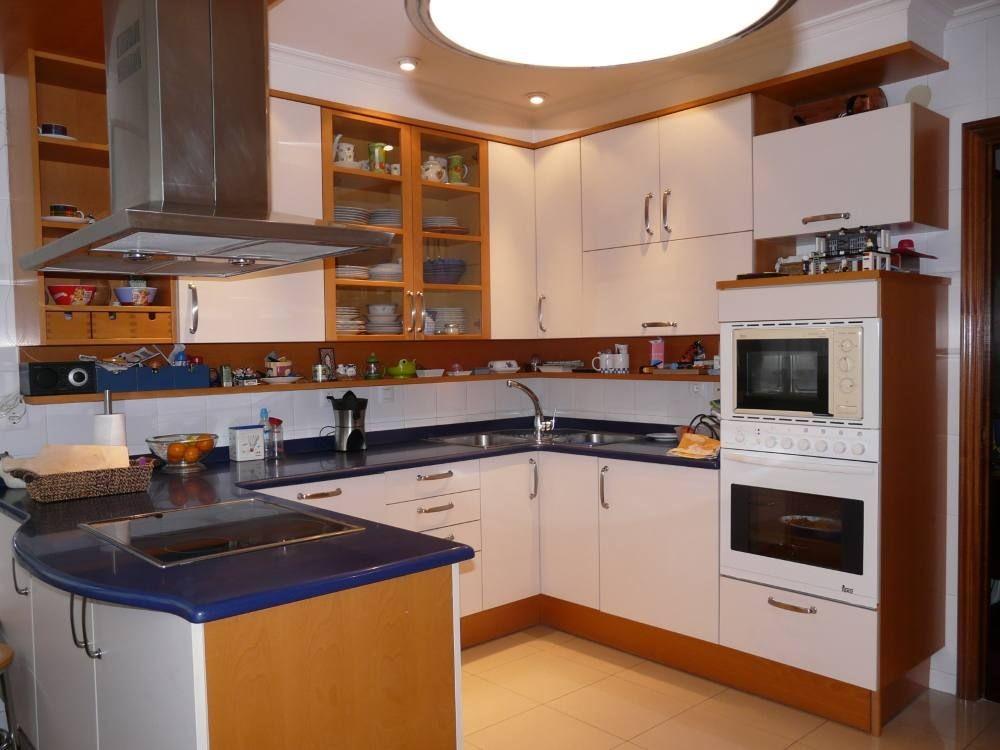 Piso amplio amueblado y renovado 3 habitaciones y 2 ba os for Cocinas italianas equipadas