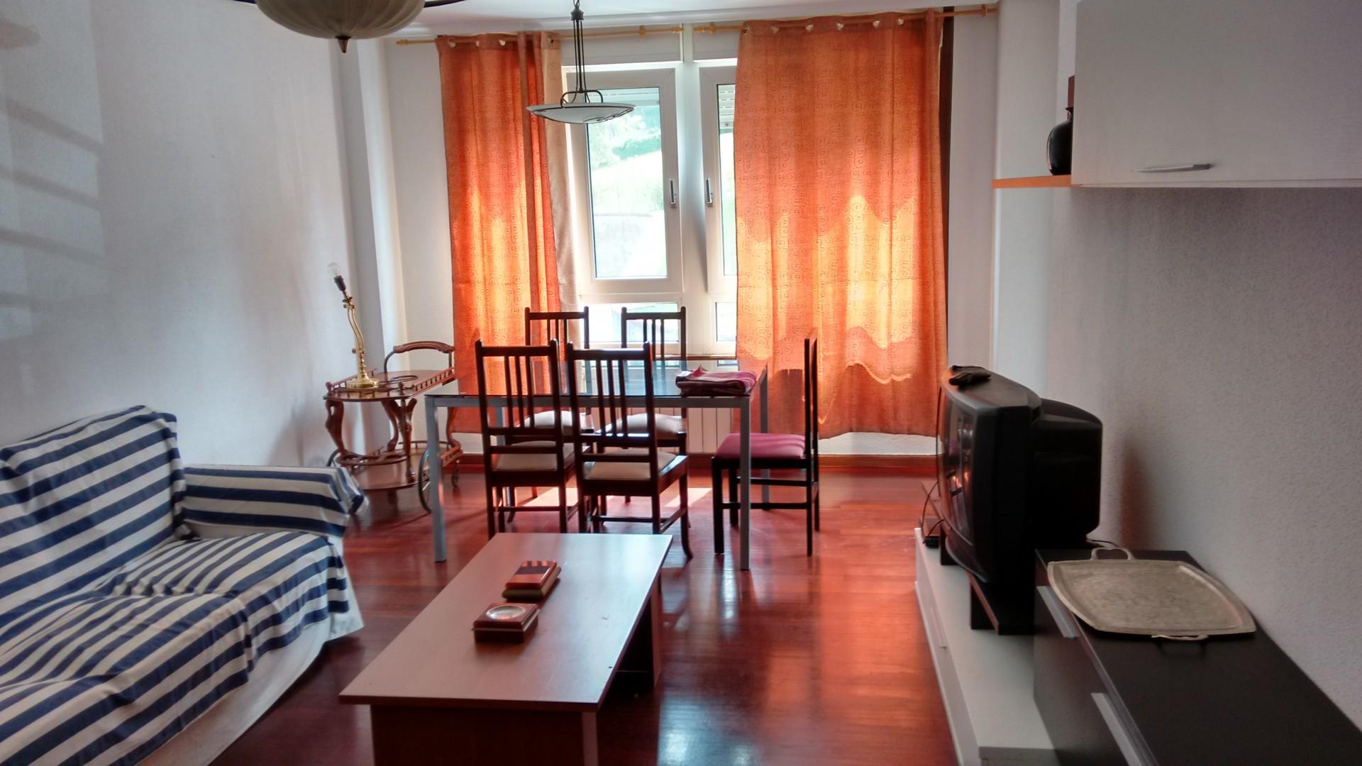 Habitaci n en piso amplio con buena situaci n para for Pisos universitarios madrid