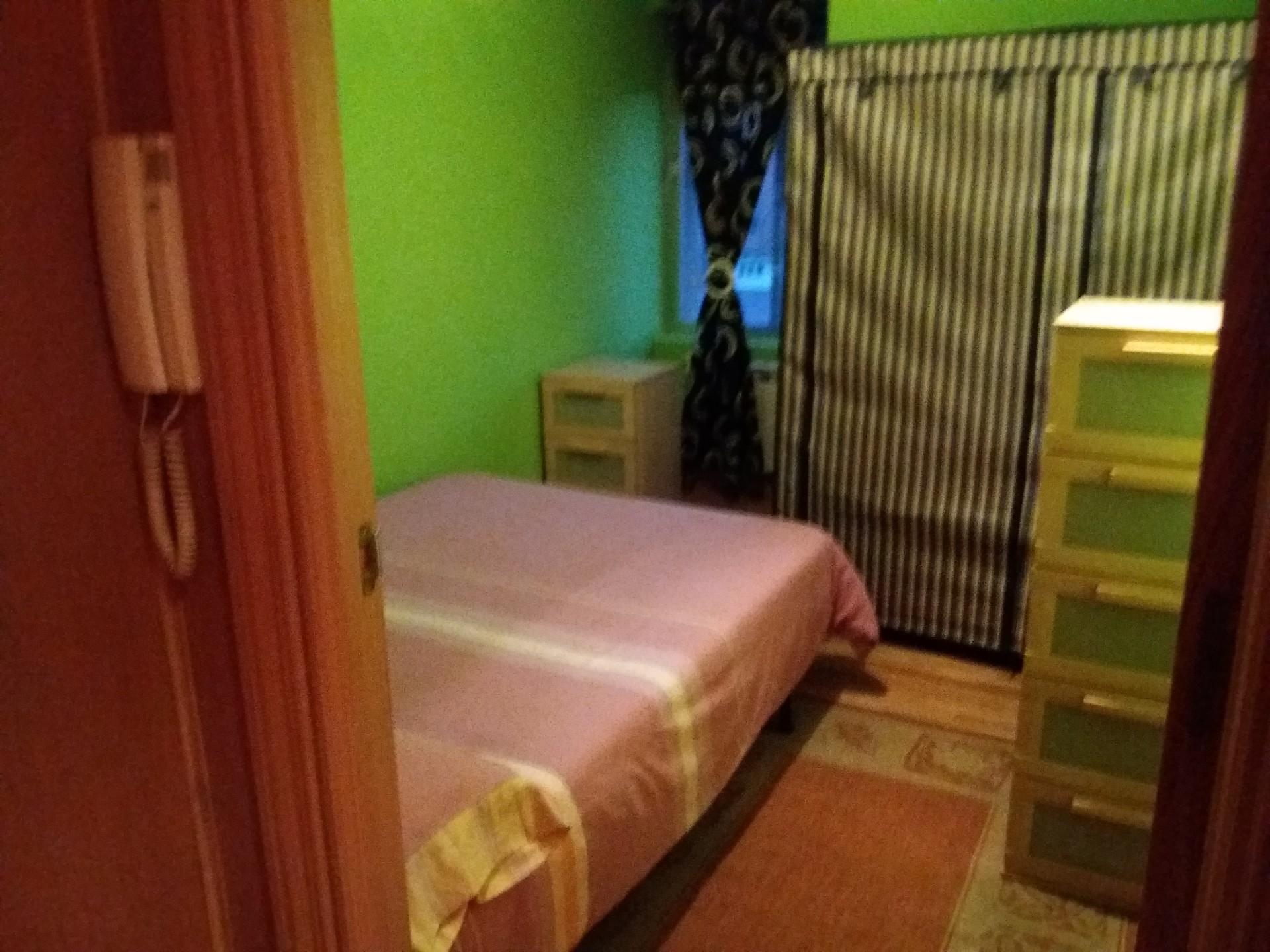 Dormitorio en piso amplio y luminoso para chicas estudiantes en alcal de henares madrid - Pisos estudiantes madrid baratos ...