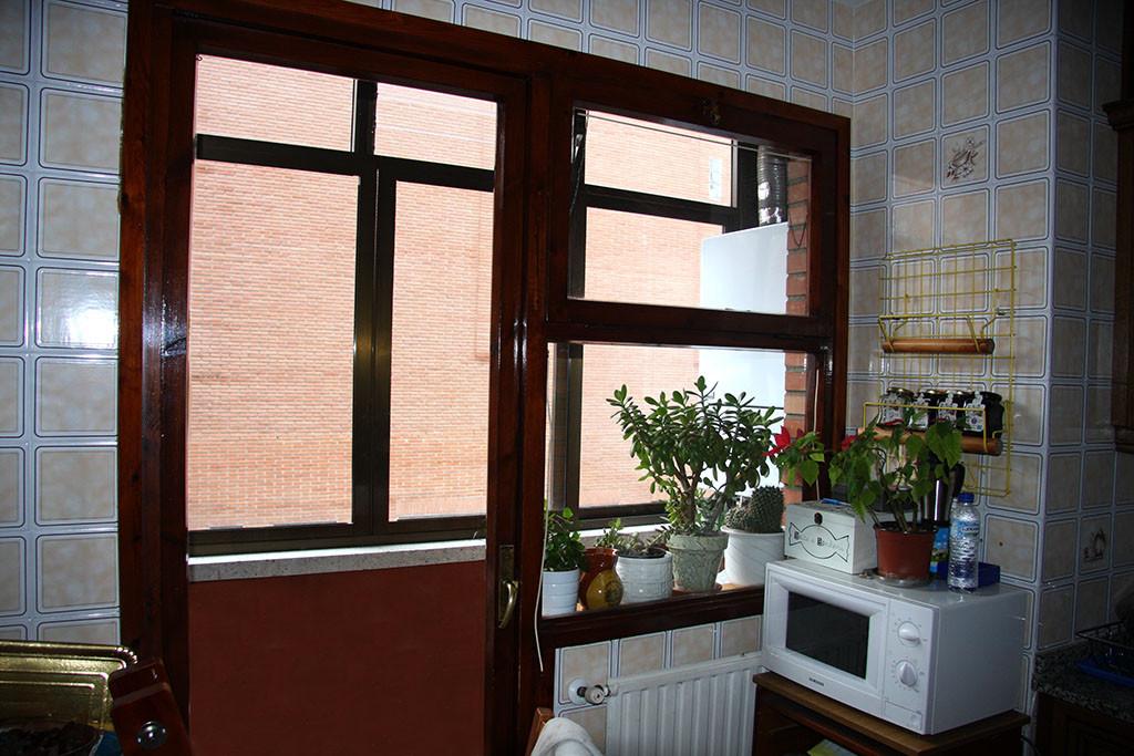 Habitaci n en piso amplio muy soleado orientaci n sur for Piso 3 habitaciones oviedo