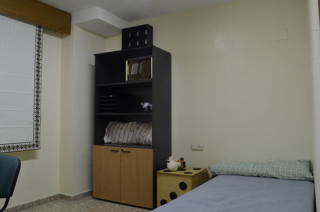 Estupenda habitaci n individual en piso amplio y soleado for Habitaciones zona universitaria