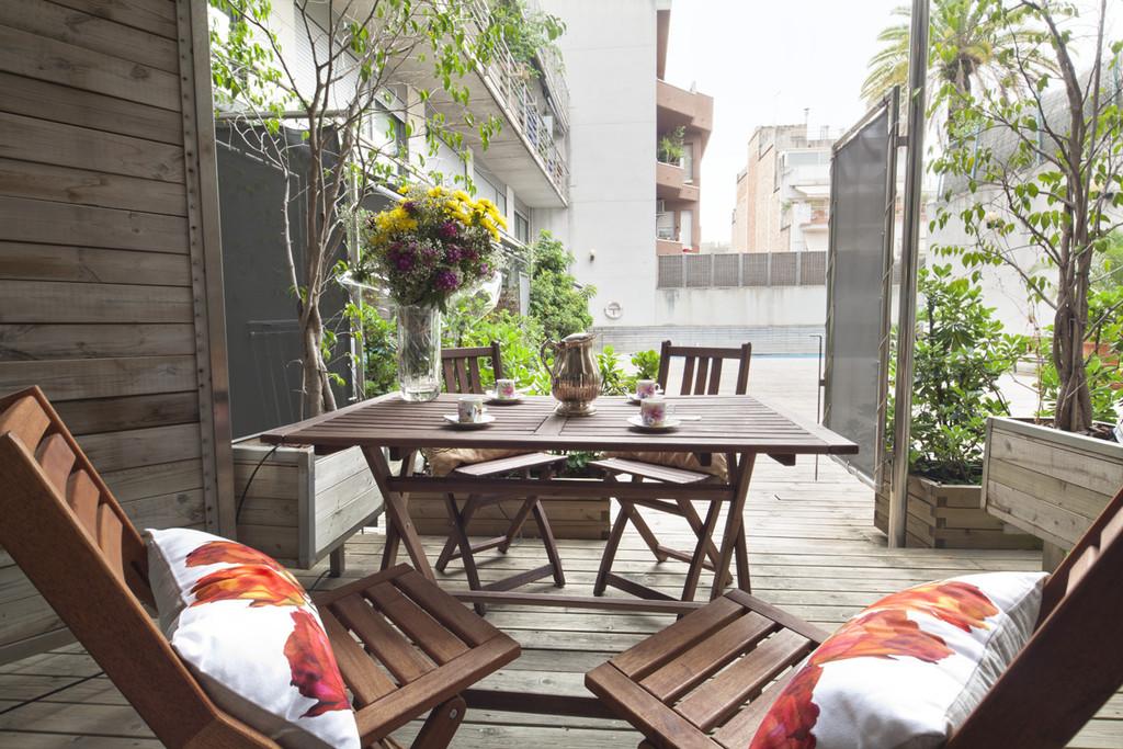Piso amplio con terraza en el centro de barcelona for Pisos de bankia barcelona