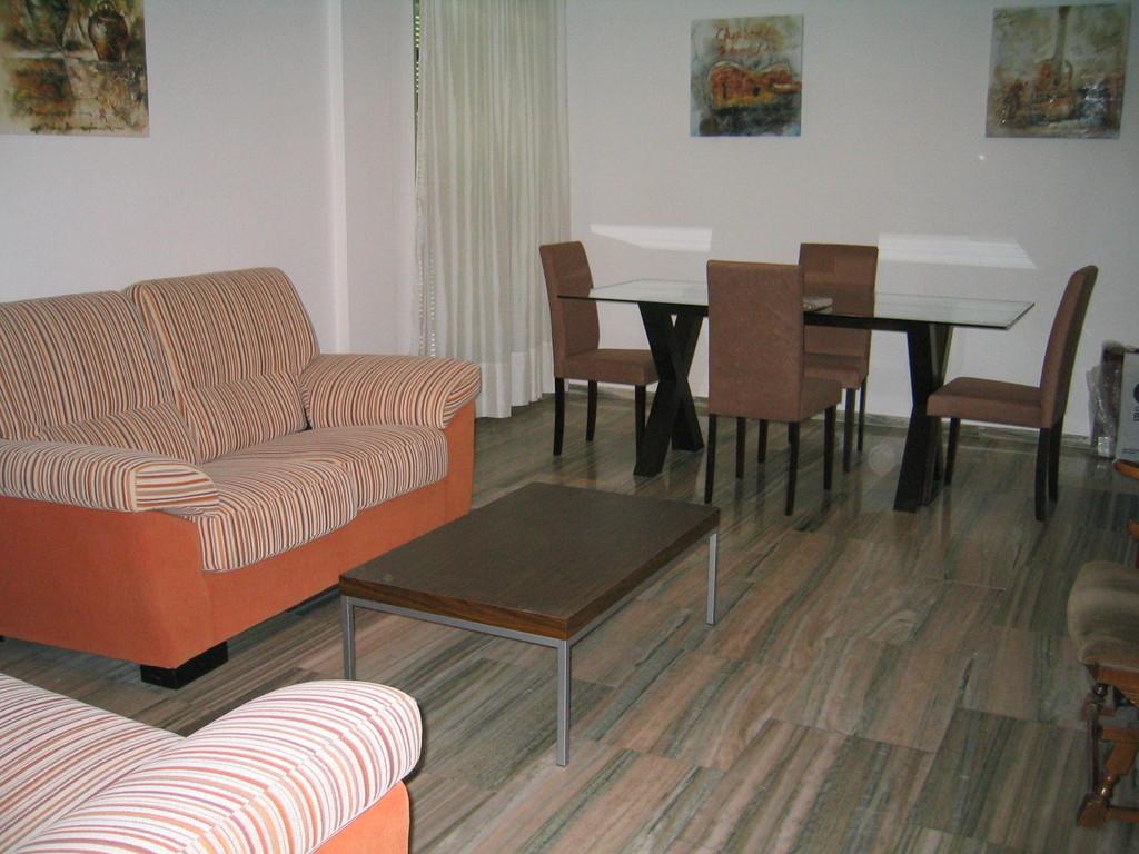 Piso amplio tres dormitorios totalmente amueblado para - Habitaciones para tres ...