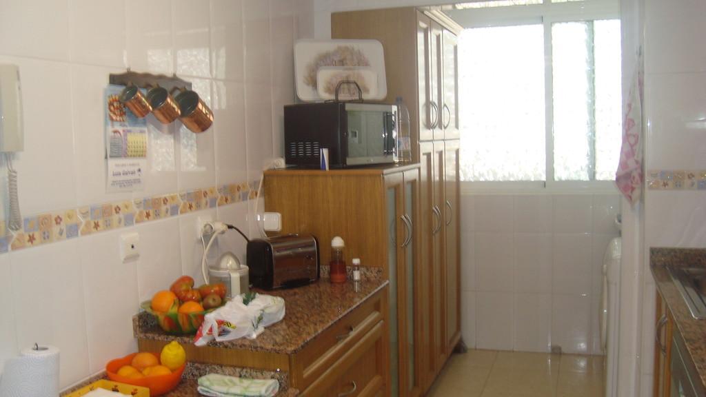 Luminosa habitaci n con cama donle alquiler habitaciones alicante - Pisos en alicante playa baratos ...