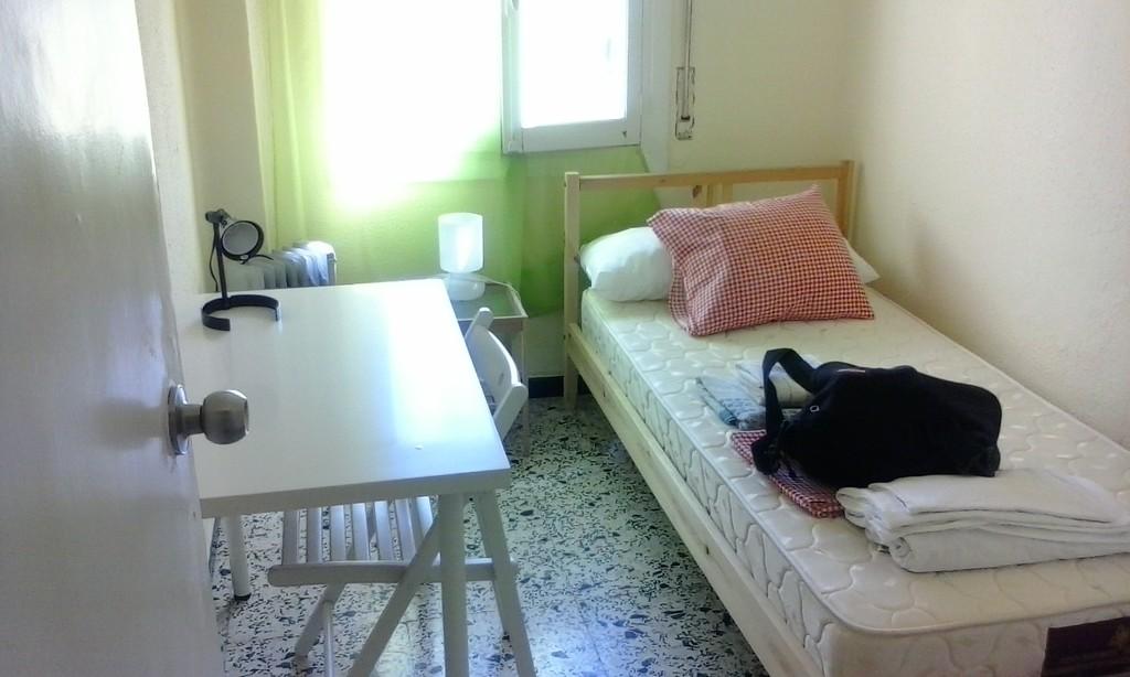 Piso amplio y soleado en el centro de sevilla alquiler for Piso 4 dormitorios sevilla