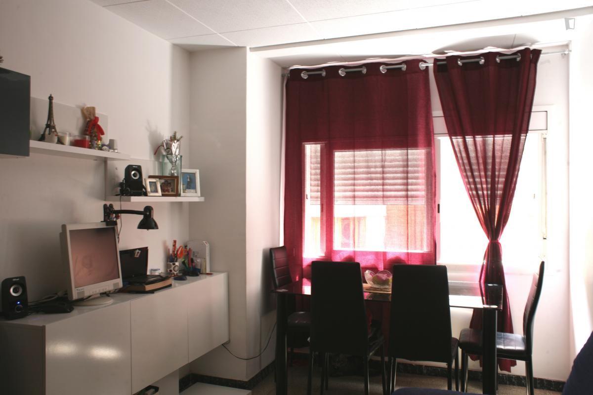 Habitaci n en piso amplio y soleado alquiler habitaciones barcelona - Habitacion para alquilar en barcelona ...
