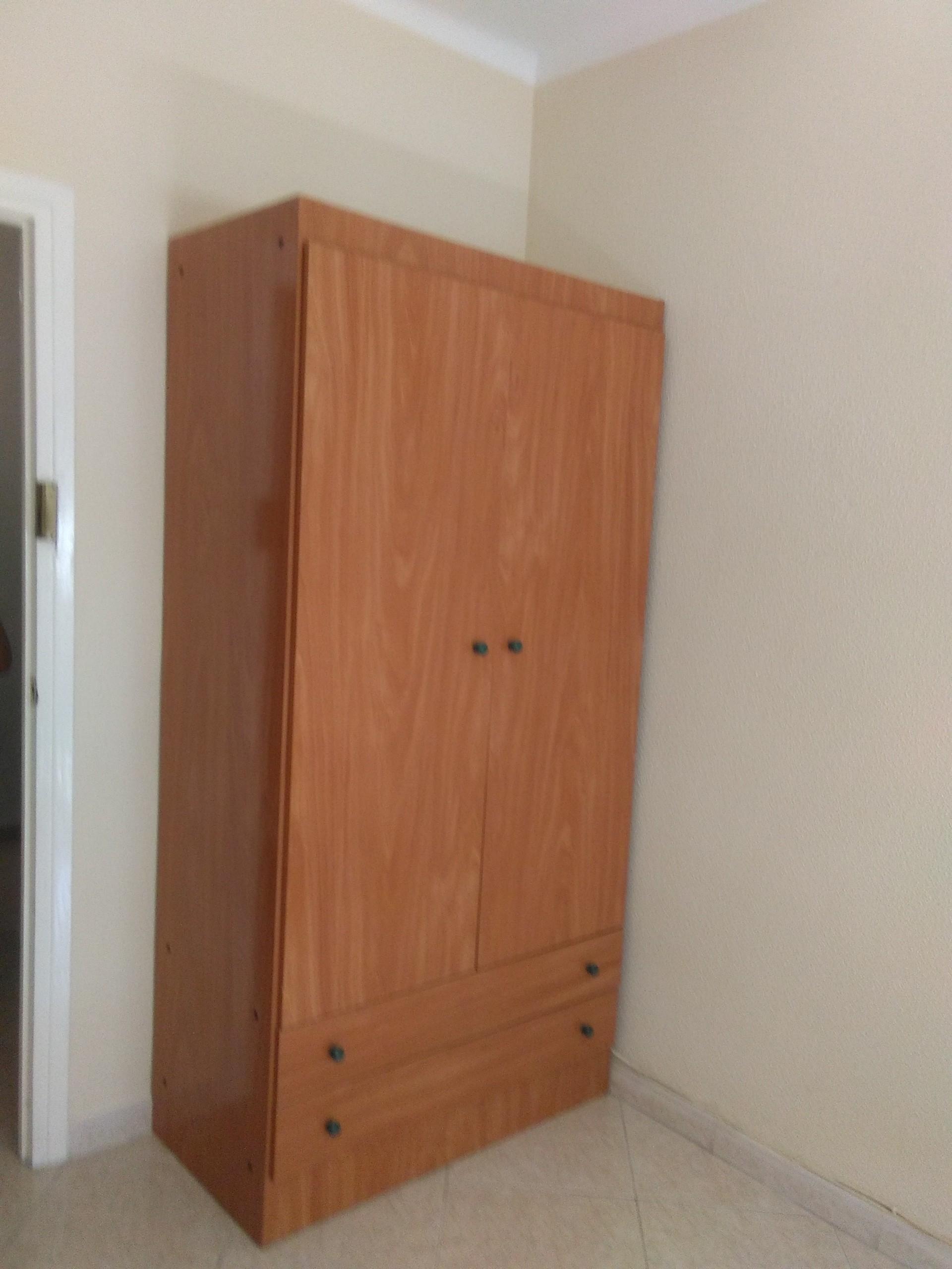 Piso amplio y soleado en una buena zona de m laga nueva for Pisos 4 dormitorios malaga