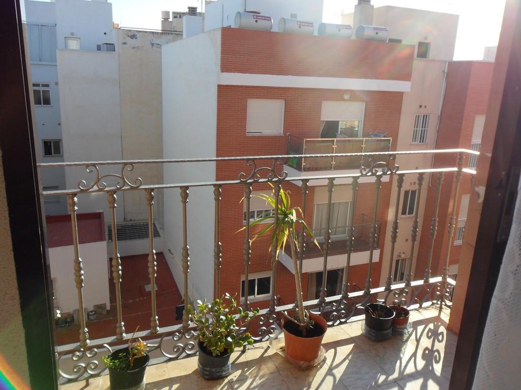Piso amplio y soleado en zona zapillo de almer a for Pisos estudiantes almeria