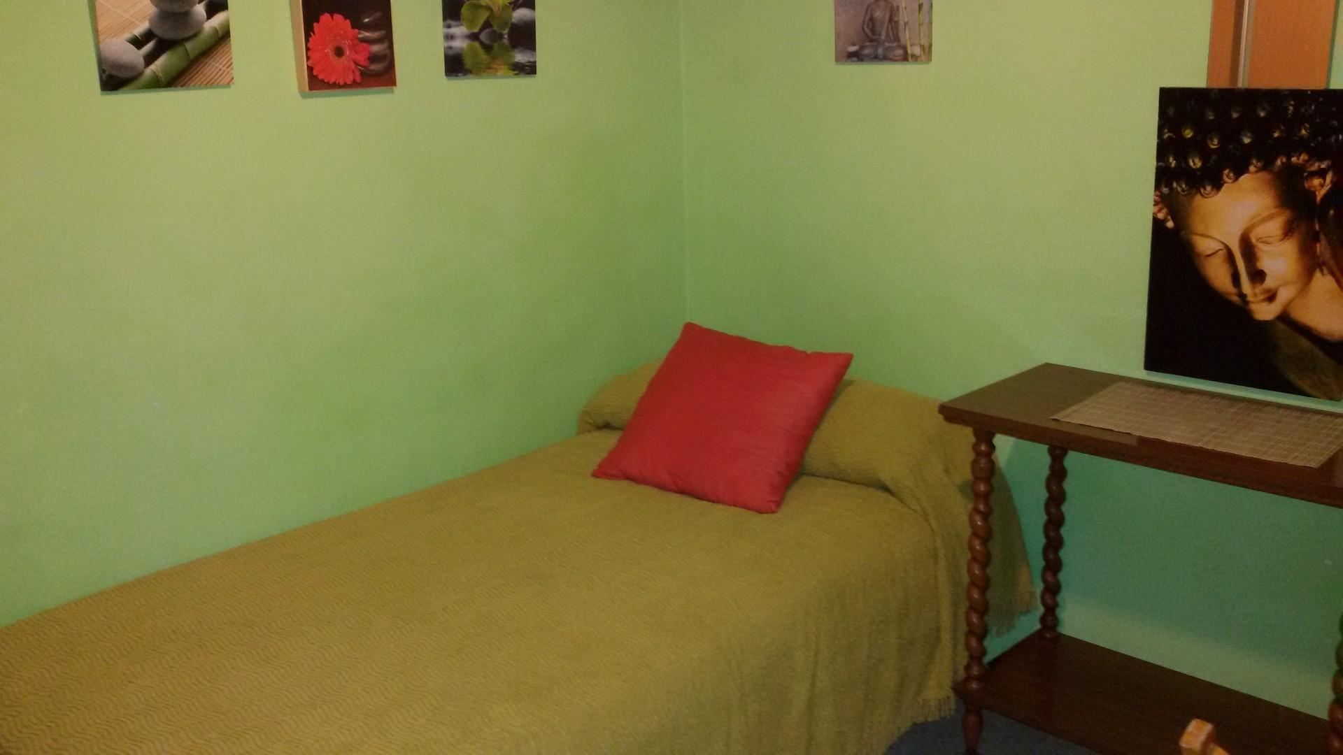 Habitaci n en piso amplio soleado comodo centro santa for Habitaciones en santa cruz de tenerife