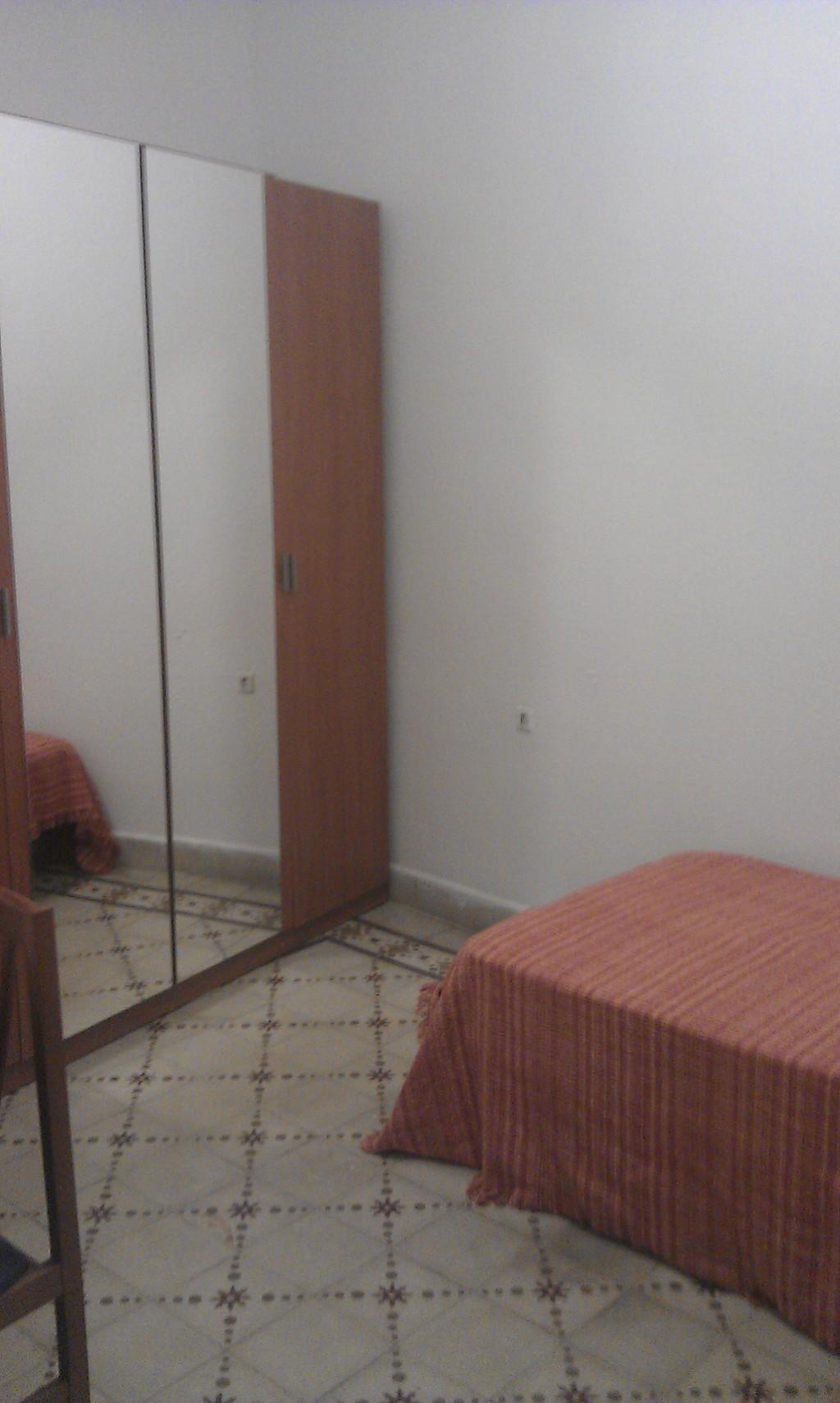 Piso amueblado en pleno centro 4 dormitorios alquiler for Pisos 4 dormitorios malaga