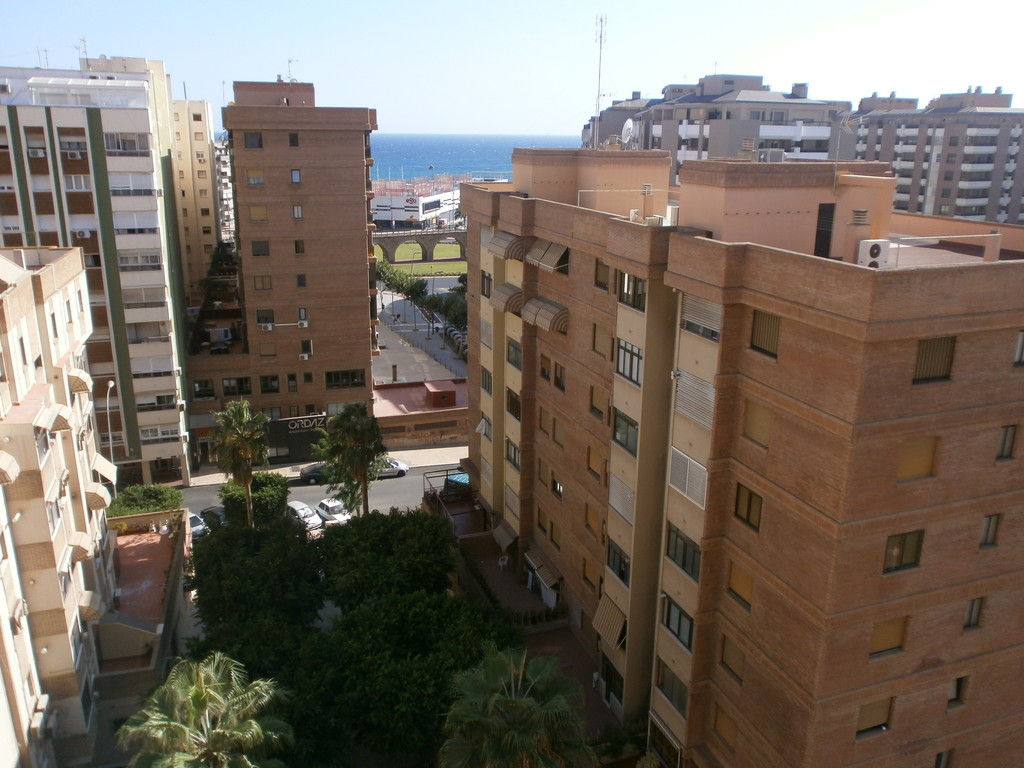 Piso en el centro de almeria tiene tres dormitorios un for Alquiler estudio almeria