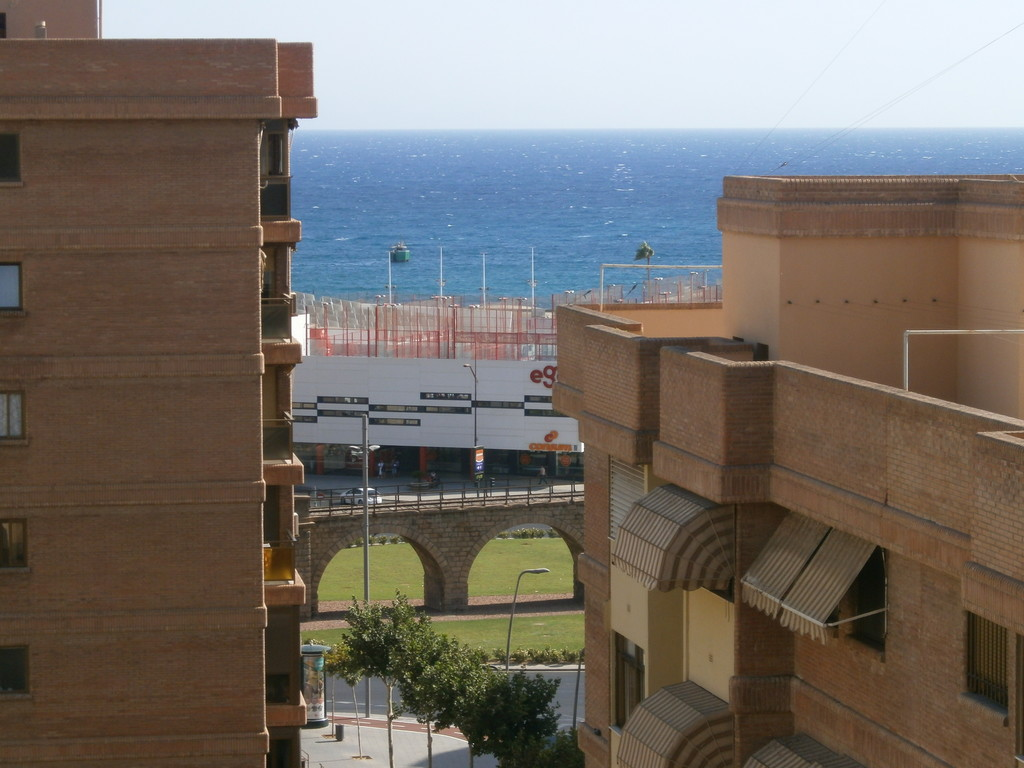 Piso en el centro de almeria tiene tres dormitorios un for Pisos estudiantes almeria